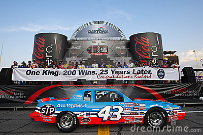 STP celebrates Richard Petty's 25th Anniversary
