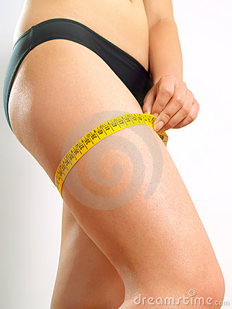 Thigh measuring on a woman's leg
