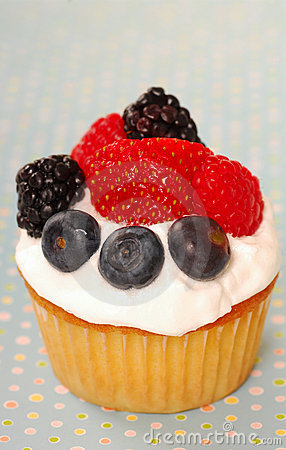 Vanilla cupcake with fresh berries