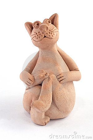 Clay cat with mouse