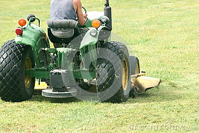 Commercial riding lawn mower