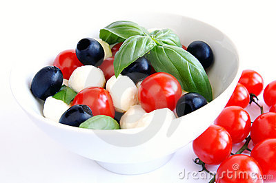 Mozzarella, black olives and tomato salad