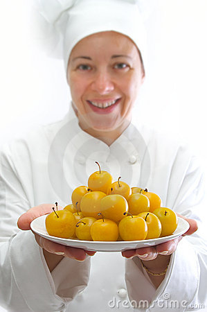 Cook with dish of yellow plums