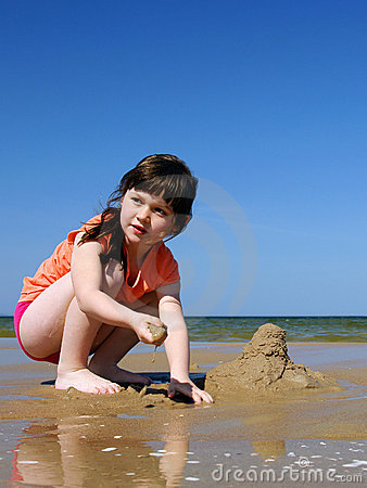 Kids on the beach to make sandcastles