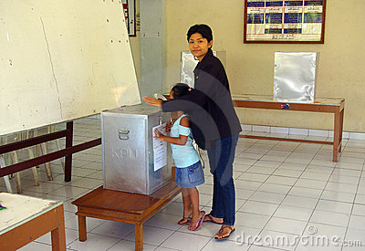 Indonesian woman voting