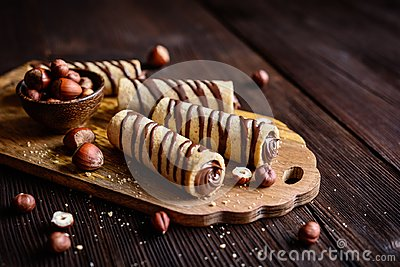 Biscuit tubes filled with hazelnut cream and chocolate topping