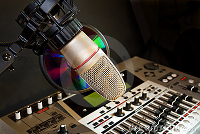 Studio recording microphone with sound equalizer