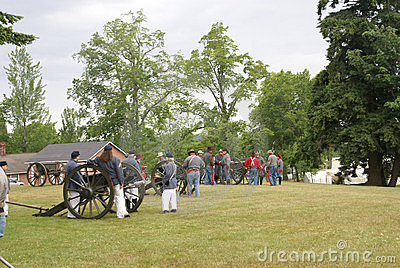 Confederate artillery preparing their guns