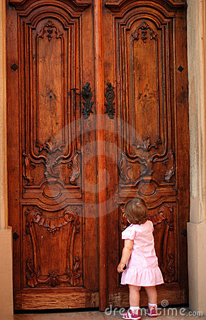 Little girl knocking at the door