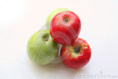 Green and red raw apples