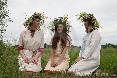 Portrait of beauty girls in camomile chaplet