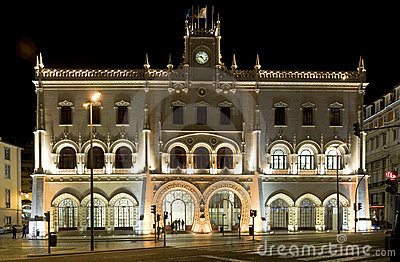 Lisbon's art-deco railway station by night