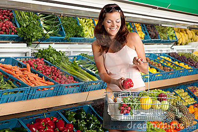 Grocery store - Smiling woman
