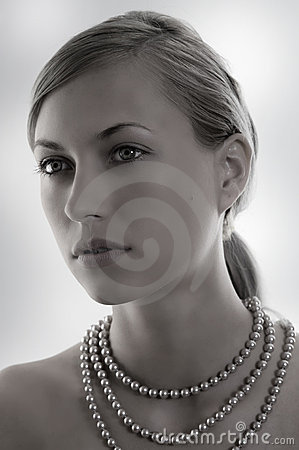Desaturate lady with pearl