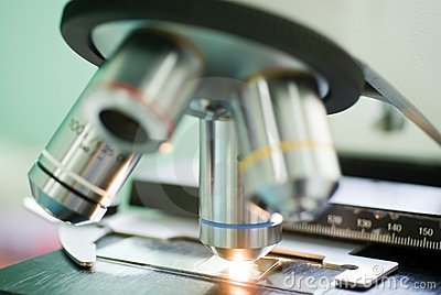 Microscope lens with blue strip on sample