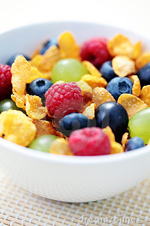 Corn flakes with fruits