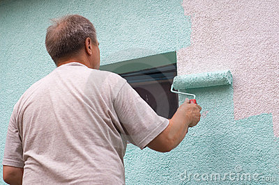 Painting wall with a roll in green