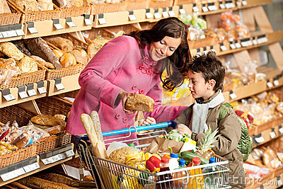 Grocery store - Woman with little boy