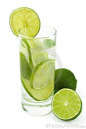 Glass water with lime .