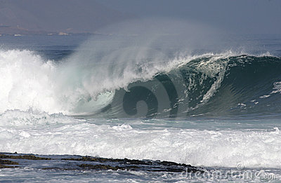 Heavy wave breaking