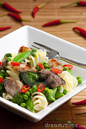 Pasta with green vegetables