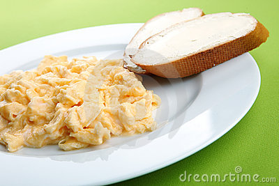 Scrambled eggs and bread with butter
