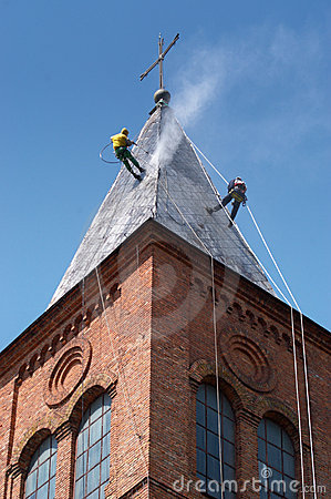 Two alpinist cleans church roof