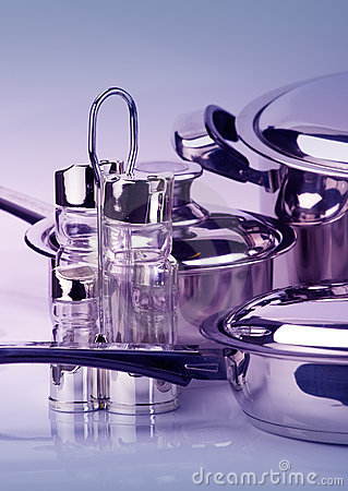 Stainless steel pepperbox and saltcellar