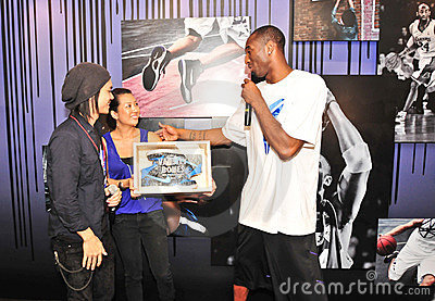 Kobe Bryant receiving specially designed shoes