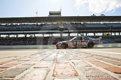 NASCAR:  Snickers Toyota Allstate 400
