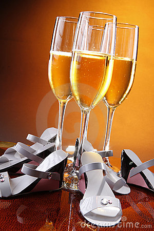 Champagne and favors