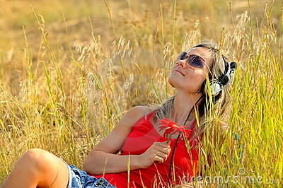 Young woman outdoor listening to music