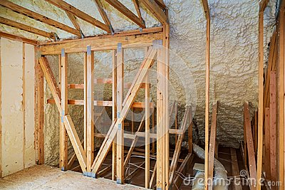 thermal and hidro insulation with spray foam at house construction