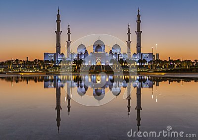 Sheikh Zayed Grand Mosque Abu Dhabi at sunset