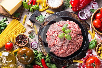 Minced meat, pasta and vegetables.