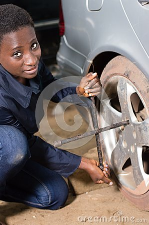 Auto mechanic removes the tire from a car.