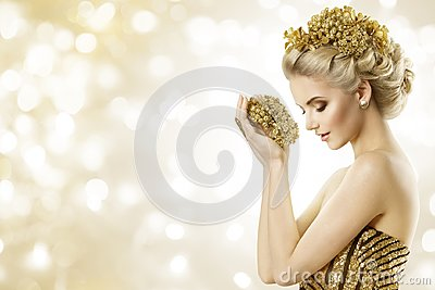 Fashion Model Hold Gold Jewelry in Hands, Woman Beauty Hairstyle