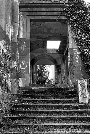 Black and White Ruins 2