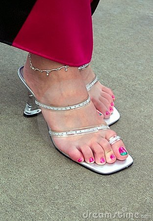 toe Girl rings feet