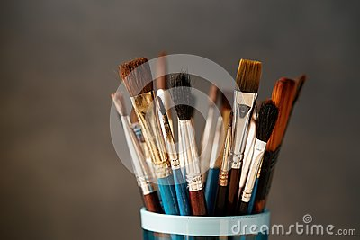 Various used paint brushes