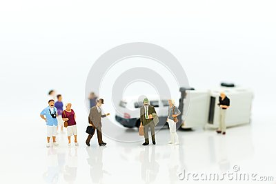 Miniature people: Car crash, Insurance business. Image use for not living with carelessness, danger on the road, carefully concept