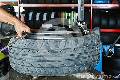 How to remove the tire from the car Alloy Wheels.