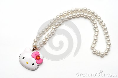 A Hello Kitty plastic toy pearl necklace
