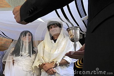 Rabbi belssing Jewish bride and a bridegroom
