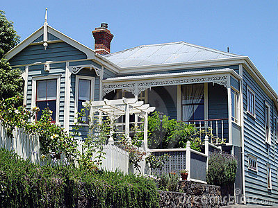 Colonial house 4