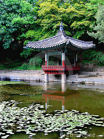 Serene reflection of ancient Korean architecture