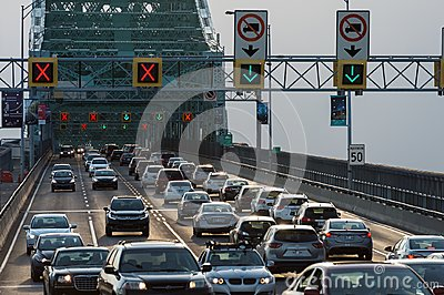 Traffic on Jacques Cartier bridge