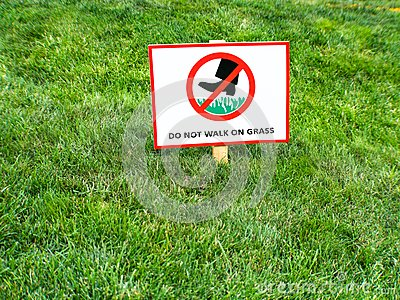 DO NOT WALK ON GRASS Sign. Please keep off the grass sign in English.
