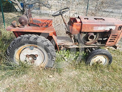 A Old tractor,Be discarded