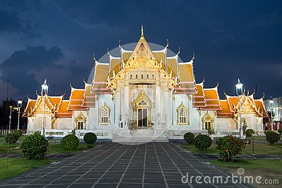 Wat benjamaborphit dusitvanaram or marble temple at twilight